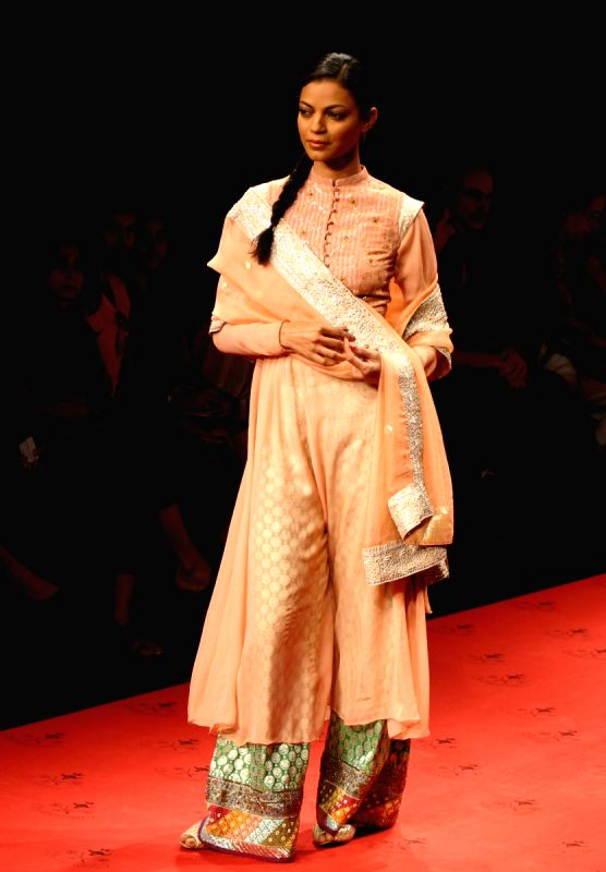 Designer Tanvi Kedia 39 S Creation At The Wills Lifestyle India Fashion Week In New Delhi On