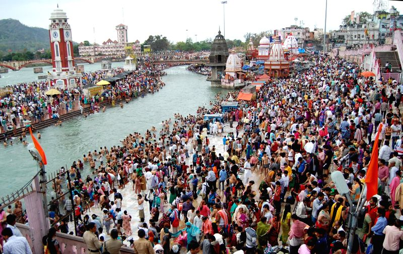 Devotees gather on the banks of Ganga river at Har Ki Pauri for a holy dip on the eve of Baisakhi in Haridwar on April 13, 2014.