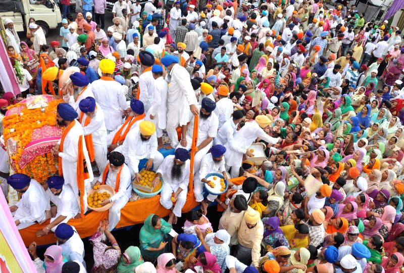 Devotees participate in the Parkash Utsav of Sri Guru Granth Sahib (410th anniversary of installation of the Guru Granth Sahib) in Batala, near Amritsar on Sept 1, 2014.