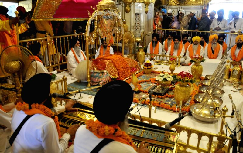 Devotees pay obeisance at Gur gadi diwas in Amritsar, on May 19, 2017.