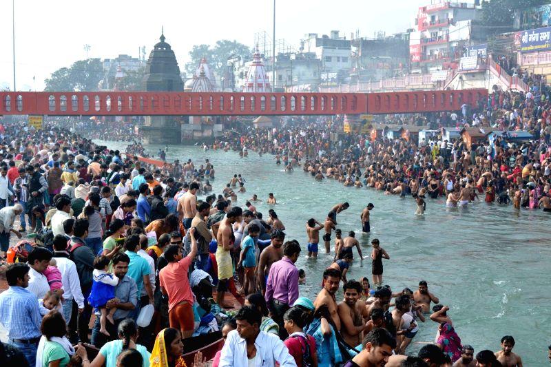 Devotees throng Ganga ghats on Kartik Purnima in Haridwar on Nov 25, 2015.