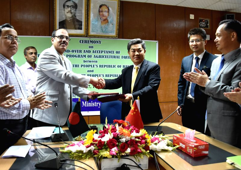DHAKA, April 25, 2017 - Chinese Ambassador to Bangladesh Ma Mingqiang (3rd R) shakes hands with Secretary of Bangladesh's Ministry of Agriculture Moinuddin Abdullah (3rd L) during a handover ceremony ...