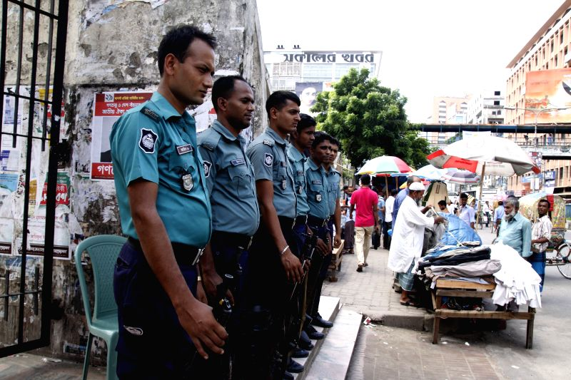 Policemen stand guard on a street  during a half-day countrywide strike in Dhaka, Bangladesh, August 31, 2014. Islami Chhatra Sena has called a half-day countrywide ..