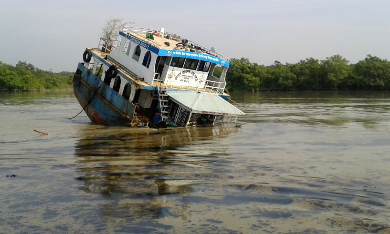 Photo taken on Dec. 9, 2014 shows the sinking site on the Shela River in Bangladesh. A 50-km oil slick coated the Shela River flowing through the Bangladeshi part of .