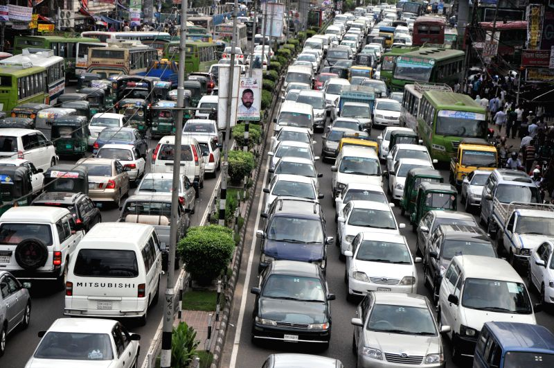 Vehicles are stuck in a traffic jam on a road in the rush hour during the Islamic holy month of Ramadan in central Dhaka, Bangladesh, July 10, 2014.