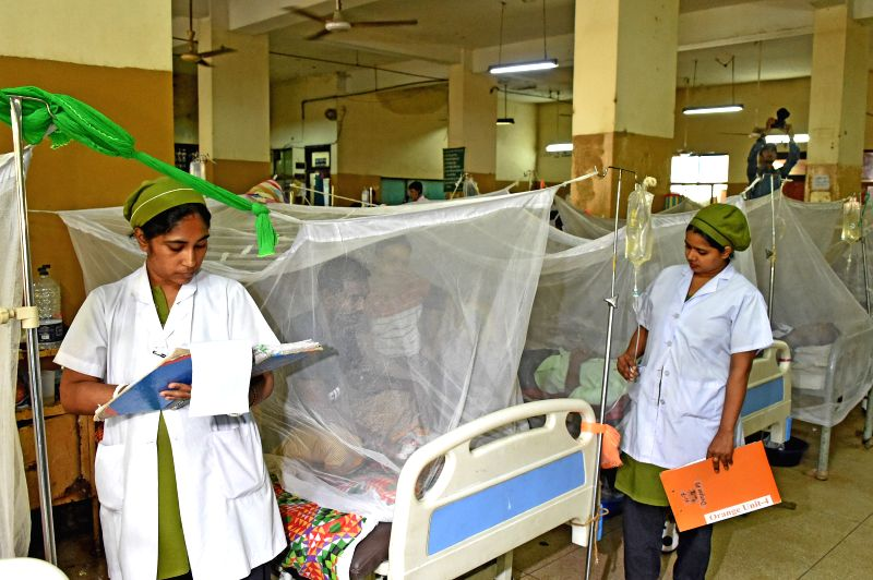 DHAKA, July 24, 2019 (Xinhua) -- Medical workers check on dengue patients at a hospital in Dhaka, Bangladesh, on July 24, 2019. A total of 5,050 fresh cases of dengue were reported from Bangladesh capital Dhaka and elsewhere on the outskirts of the c