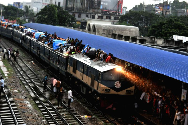 People travel on a train leaving for their hometowns for the upcoming festival Eid al-Fitr in Dhaka, Bangladesh, July 27, 2014. Local Muslims prepare to celebrate the