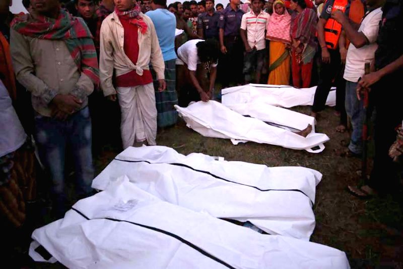 Relatives identify the bodies after the ferry accident in Munshiganj district, Bangladesh, May 15, 2014. At least 12 bodies were retrieved from a ferry that capsized ..