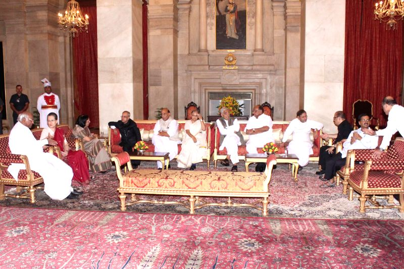 Dignitaries during an Iftaar party hosted by President Pranab Mukherjee at Rashtrapati Bhawan in New Delhi, on July 15, 2015. - Pranab Mukherjee