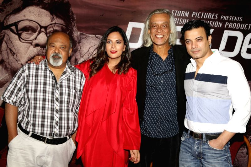 "Director Sudhir Mishra with actors Rahul Bhat, Richa Chadda and Saurabh Shukla during a press conference to promote their upcoming film ""Daas Dev"", in New Delhi on April 14, 2018. - Rahul Bhat, Richa Chadda, Saurabh Shukla, Sudhir Mishra and Daas Dev"