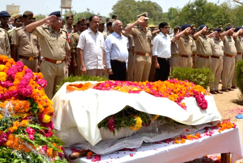 District officials and policemen pay their last respect to Mathura Superintendent of Police Mukul Dwivedi at police lines in Mathura on June 3, 2016.