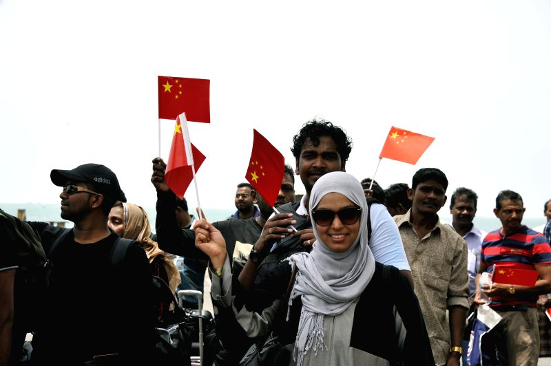 "Sri Lankan nationals prepare to board the Chinese ""Linyi"" missile frigate in Yemen's western port of al-Hodayda, on April 7, 2015. A total of 38 Chinese ..."