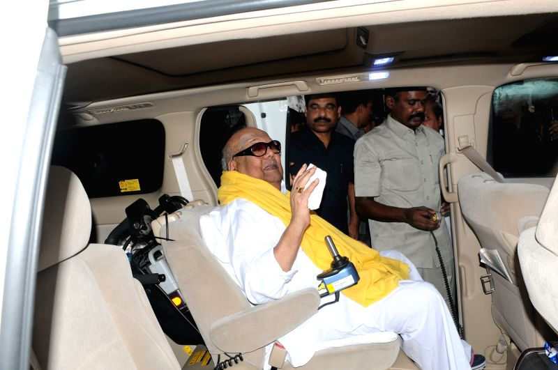 DMK chief M. Karunanidhi arrives to cast his vote Tamil Nadu Assembly polls in Chennai on May 16, 2016.