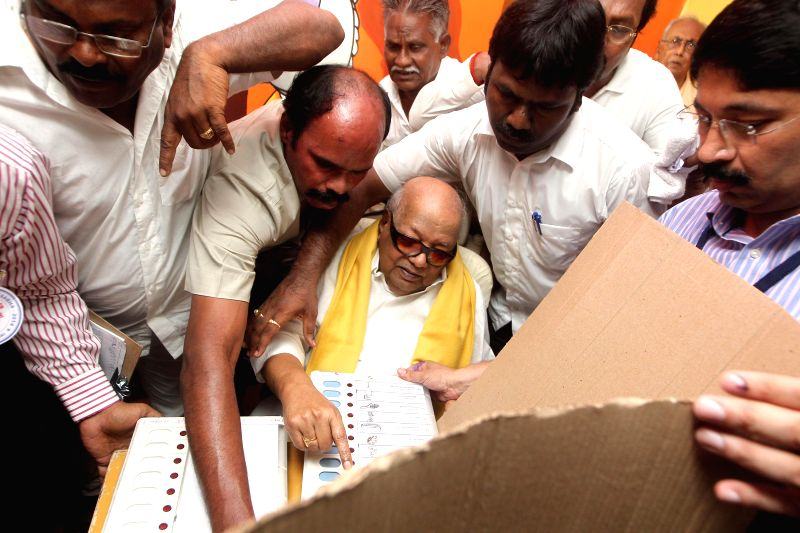 DMK Chief M Karunanidhi casts his vote at a polling booth during the sixth phase of 2014 Lok Sabha Polls in Chennai on April 24, 2014.