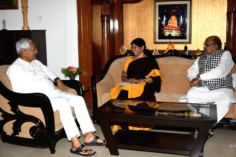 DMK leader Kanimozhi calls on Bihar Chief Minister Nitish Kumar in Patna on May 5, 2017. Also seen JD(U) leader KC Tyagi. - Nitish Kumar