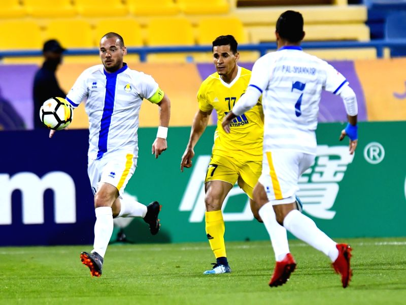 DOHA, Jan. 31, 2018 - Wesley Sneijder (L) of Qatar's Al-Gharafa controls the ball during the AFC Champions League qualification match between Qatar's Al-Gharafa and Uzbekistan's Pakhtakor at Gharafa ...