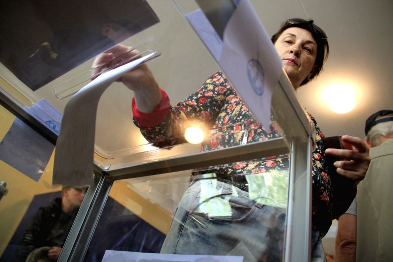 A woman cast their votes at a polling station in Donetsk, Ukraine, May 11, 2014. Local residents in Ukraine's eastern Donetsk and Lugansk regions went to the polls ..