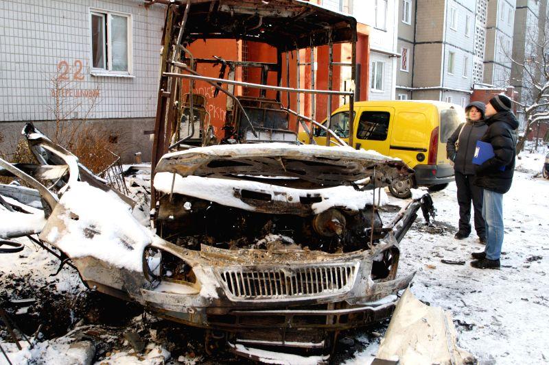 Donetsk (Ukraine): People look at a bus which was shelled in Donetsk, Ukraine, Dec. 1, 2014.
