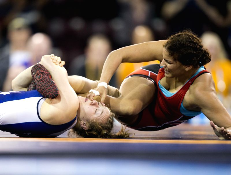 Dori Yeats(L) of Canada competes with Maria Acosta of Venezuela during their women's freestyle 69kg final of wrestling event at the 17th Pan American Games in ...