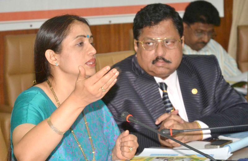 DPAR Principal Secretary Shalini Rajaneesh with FKCCI president R Shiva Kumar  during an interactive session organised by FKCCI in Bangalore on April 25, 2014. - R Shiva Kumar