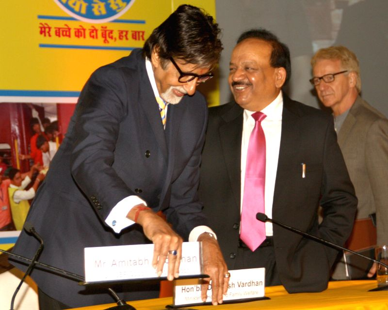 Dr. Harsh Vardhan, Minister of Health and Family Welfare, Louis-Georges Arsenault, UNICEF Representative for India and Amitabh Bachchan, UNICEF Goodwill Ambassador at a function to thank all those ... - Amitabh Bachchan