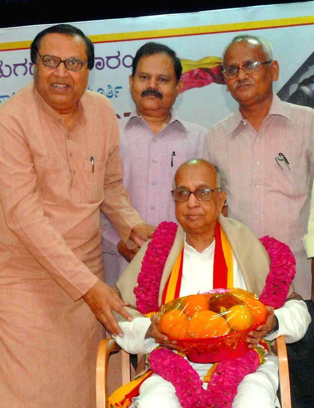 Dr. M Chidanandamurthy being felicitated by Mukyamantri Chandru, former president, Kannada Development Authority during Ramamurthy's book release programme at Kannada Sahitya Parishat in Bangalore on