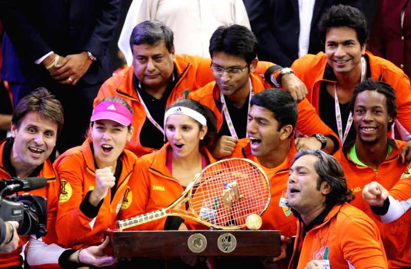 Indian Aces Fabrice Santoro, Ana Ivanovic, Gael Monfils, Sania Mirza, Rohan Bopanna and Cedric Pioline pose for a group photo after winning the first IPTL title at the Hamdan Sports Complex in - Sania Mirza and Rohan Bopanna