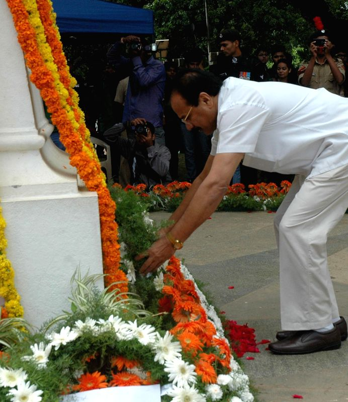 DV Sadananda Gowda, Union Minister for Railways, laid wreath and paying homage to the martyrs of Kargil conflict to mark the 15th Kargil Diwas Day at Rashtriya Sainik Smaraka, Indira Gandhi Musical ..