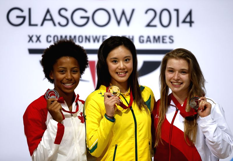 Gold medalist Esther Qin (C) of Australia poses with silver medalist Jennifer Abel (L) of Canada and bronze medalist Hannah Starling of England during the medal ...