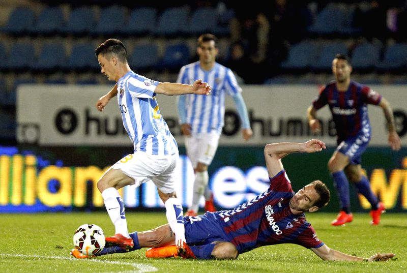 Eibar's midfielder Juan Pablo Anor (L) vies for the ball with Borja Fernandez from Malaga during the Primera Division liga match held at the Ipurua stadium in Eibar, Spain, 08 April 2015. ...