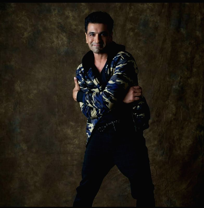 Eijaz Khan flaunts his romantic avatar in new music video 'Banjaran'.