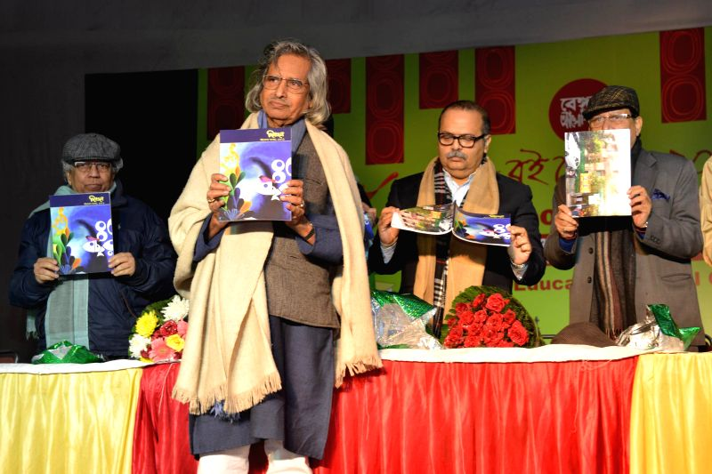 Eminent Indian painter Jogen Chowdhury inaugurates 14th BOI-Mela (Book Fair) at New Delhi Kali Bari, on Dec 23, 2014.