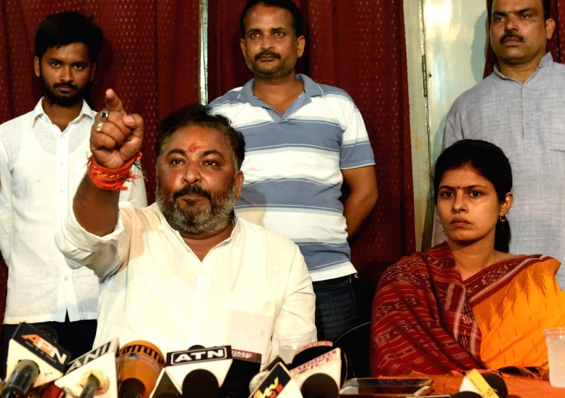 Expelled BJP leader Dayashankar Singh and his wife Swati Singh during a press conference in Lucknow on Aug 7, 2016. - Dayashankar Singh and Swati Singh
