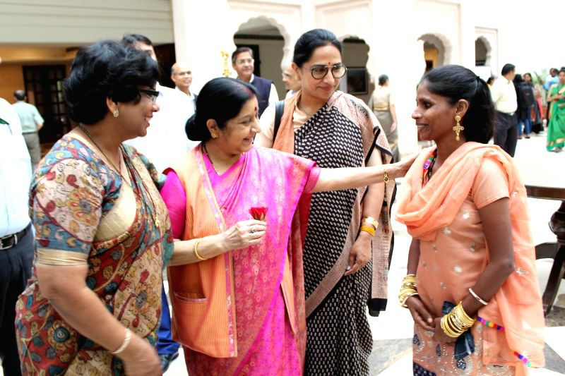 External Affairs Minister Sushma Swaraj and Maharashtra State Commission for Women chairperson Vijaya Rahatkar interacts with victim of human trafficking Musaw Farida during the national ... - Sushma Swaraj