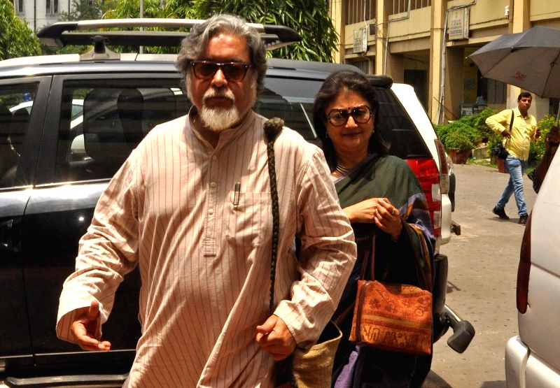Famed actor-director Aparna Sen arrives to appear before the Enforcement Directorate in connection with the multi-crore-rupee Saradha chit fund scam in Kolkata on Aug 18, 2014.