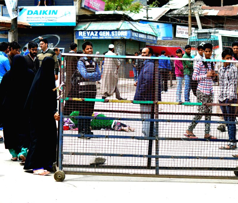 Family members of the youths who were detained by Jammu and Kashmir Police ahead of 2014 Lok Sabha elections demonstrate on Srinagar–Muzaffarabad highway on May 14, 2014.