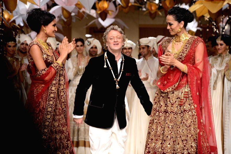 Abhishek Bachchan At Aamby Valley India Bridal Fashion