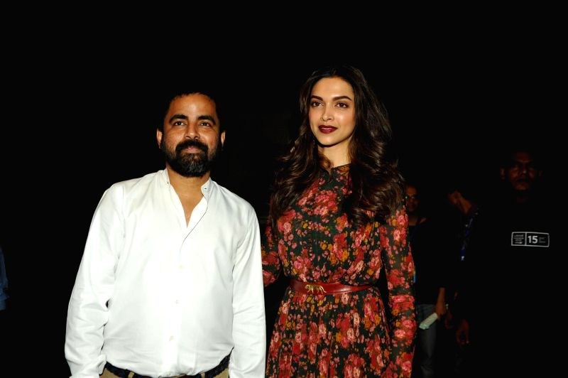 Fashion designer Sabyasachi Mukherjee with actor Deepika Padukone during his show at the Lakme Fashion Week Summer Resort 2015 in Mumbai on March 17, 2015. - Deepika Padukone