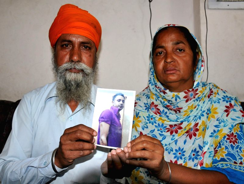 Father and mother of Jasbir Singh who is believed to be trapped in violence-hit Iraq pray for his well being at the Golden Temple in Amritsar on June 19, 2014. - Jasbir Singh