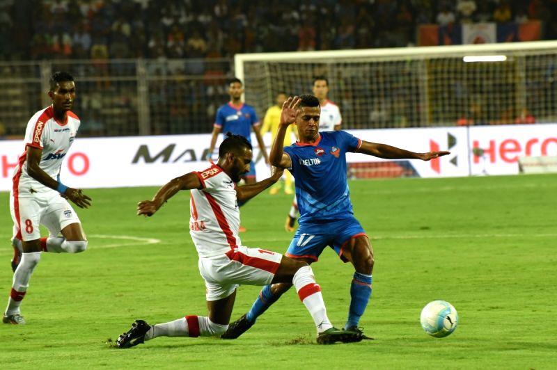 Fatorda (Goa): Players in action during an ISL match between FC Goa and Bengaluru FC at Jawaharlal Nehru Stadium in Fatorda, Goa on Nov 30, 2017.