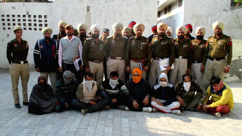 Policemen produce before press smugglers arrested with two kg heroin, 24 gold biscuits, one country made pistol, one revolver 25 cartridges and two  Pakistani SIM cards at Fazilka of Punjab ...
