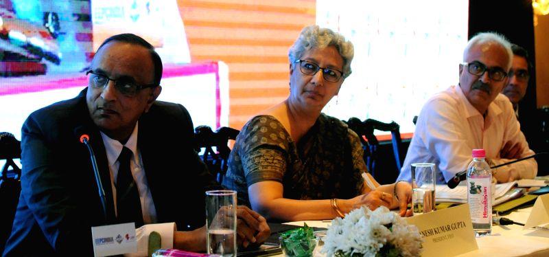 Federation of Indian Export Organizations (FIEO) President Ganesh Kumar Gupta (L).