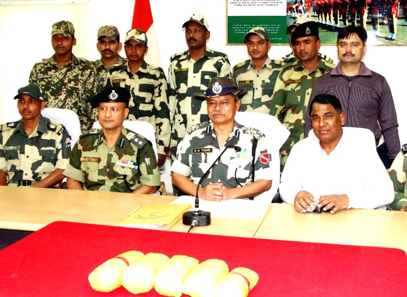 BSF officials display 5 kg heroin seized near Barreke Border Outpost in Ferozepur of Punjab on Nov 23, 2014.