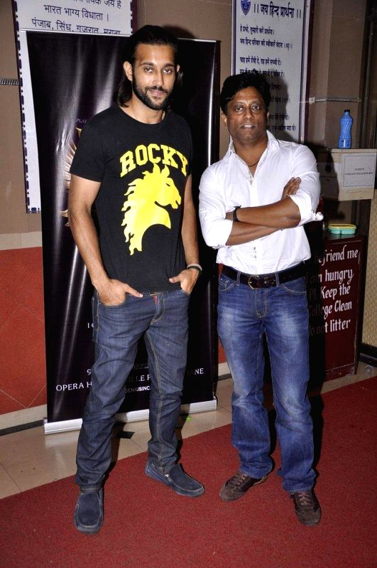 Filmmaker Anand Kumar and actor Akhil Kapur during the promotion of upcoming film Desi Kattey in Mumbai, on August 9, 2014. - Anand Kumar