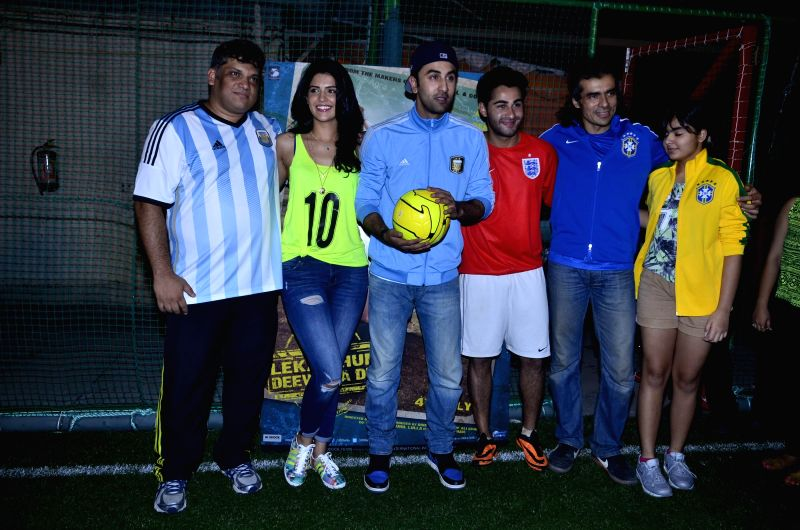 Filmmaker Arif Ali, Bollywood actors Deeksha Seth, Ranbir Kapoor and Armaan Jain, and filmmaker Imtiyaz Ali with his daughter during the football match organised to promote the upcoming film Lekar ... - Arif Ali, Deeksha Seth, Ranbir Kapoor and Armaan Jain