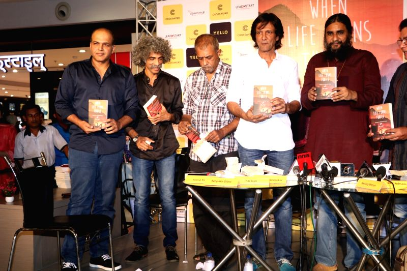 Filmmaker Ashutosh Gowariker, actors Makarand Deshpande, Shivkumar Subramaniam, Kay Kay Menon and author Raj Supe during the book launch of When Life Turns Turtle by author Raj Supe in Mumbai ... - Ashutosh Gowariker, Makarand Deshpande, Shivkumar Subramaniam and Kay Kay Menon