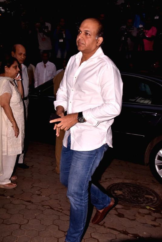 Shashi Kapoor's condolence meet - Ashutosh Gowariker and Shashi Kapoor