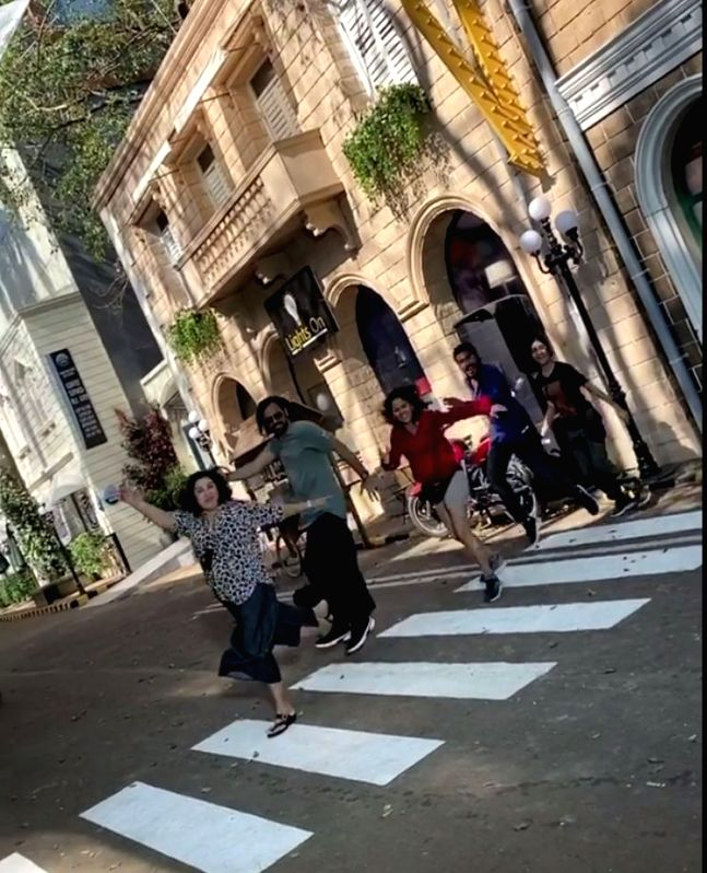 Filmmaker Farah Khan Kunder on Tuesday uploaded a boomerang video of herself with her team, trying to recreate the famous album cover of the iconic band Beatles's Abbey Road