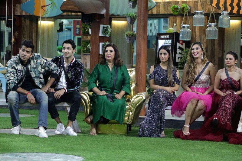 Filmmaker Farah Khan with Big Boss Season 12 contestants on the sets of the show's 'Weekend Ka Vaar' episode in Mumbai on Nov 17, 2018. - Farah Khan