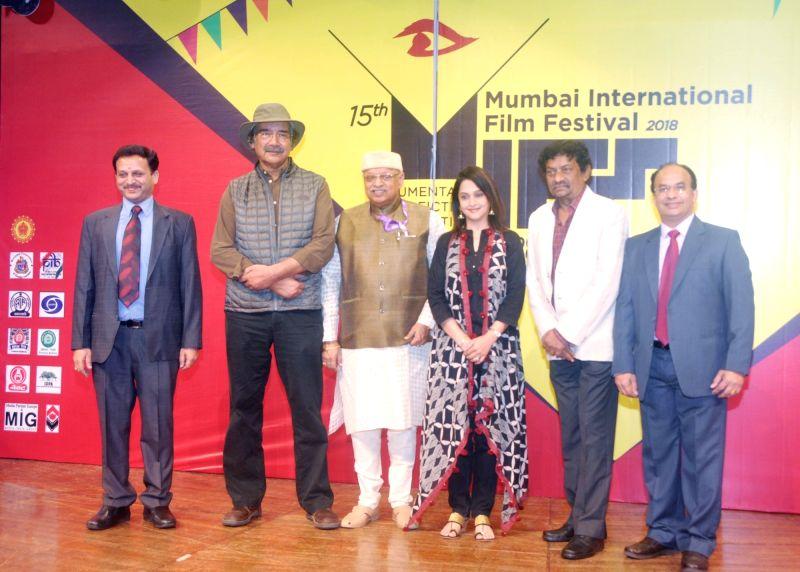 Filmmaker Goutam Ghose, Marathi actor-filmmaker Kiran Shantaram, Mrinal Kulkarni, filmmaker Mike Pandey, Director MIFF 2018 Manish Desai and other dignitaries at the inauguration of 15th ... - Goutam Ghose, Mrinal Kulkarni, Pandey and Manish Desai